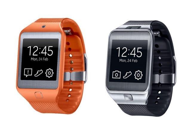 Smartwatches Galaxy Gear em um fundo branco