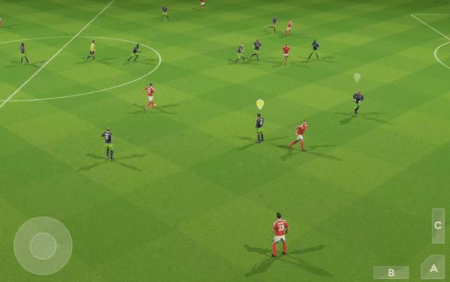 tela de jogo mostra um campo de futebol com jogadores vestidos de vermelho e azul, sobreposto como marca d'água há quatro botões que comandam os jogadores. DSL 2021 foi o favorito dos brasileiros entre os melhores jogos de 2021