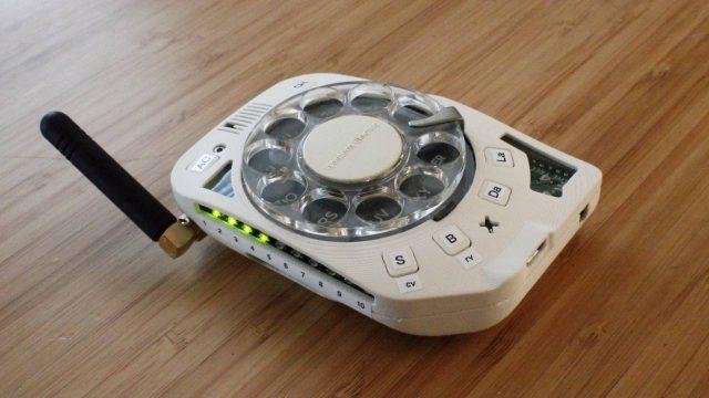 Celular ou fone disco? Kit permite fazer um aparelho realmente old school