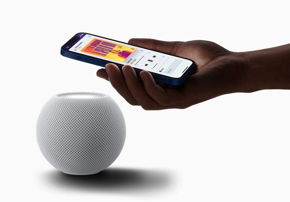 HomePod se comunicando com iPhone por ultra banda larga