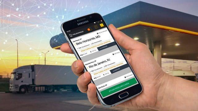 Celular mostra aplicativo truckpad, que realizou pesquisa sobre possível nova greve dos caminhoneiros no Brasil
