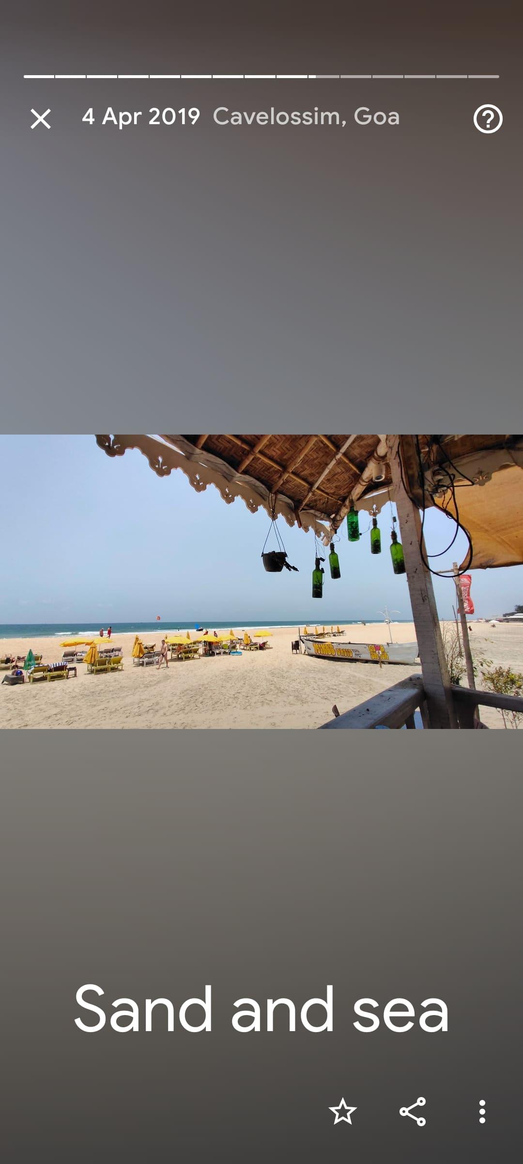 Captura de tela mostra novidade do Google Fotos, que agora compila coleções com fotos de estádios, sobremesas e praias que os usuários fotografaram