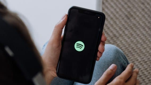 https://vidacelular.com.br/wp-content/uploads/2021/02/Spotify-Cottonbro-pexels-640x360.jpg