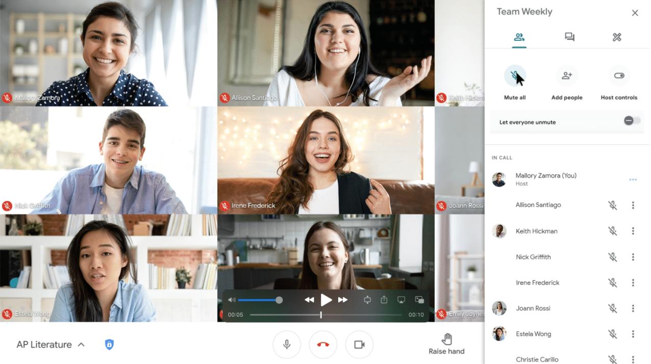 Captura de tela mostra novas ferramentas para o Google Meet, incluindo uma opção para silenciar todos os alunos, e futuramente a implementação da transcrição de aulas
