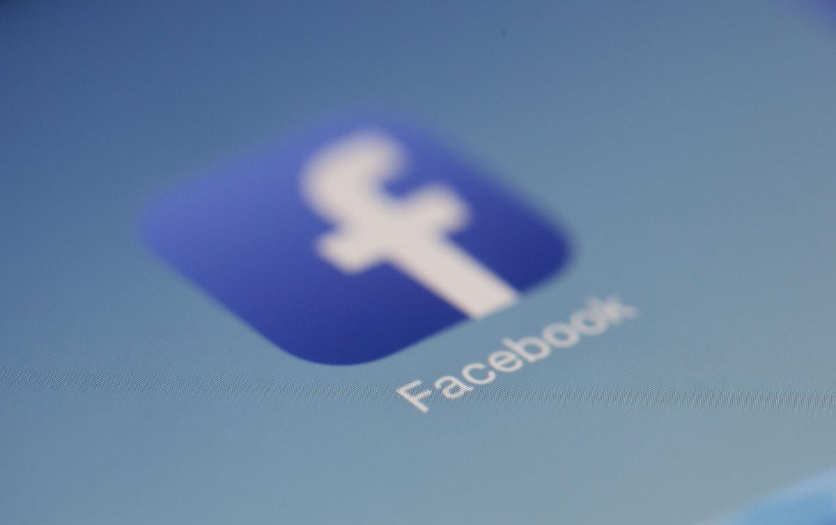 Imagem mostra logo do Facebook, que voltou a permitir compartilhamento de notícias na Austrália