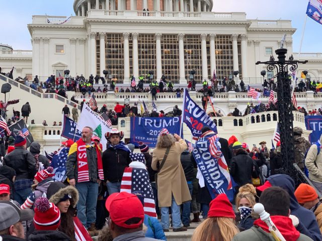 Invasores do Capitólio dos EUA, em 6 de janeiro de 2020